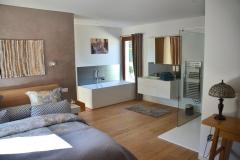 Maison d'hôte en Corse A Sulana Chambre Castagniccia vue sur la baignoire