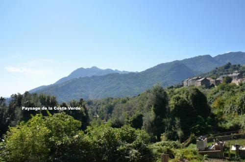 Maison d'hôte en Corse A Sulana vue sur les monts de la Costa Verde