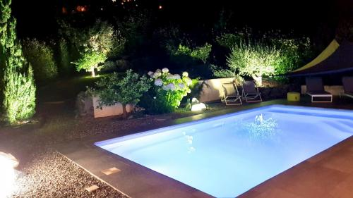 Maison hôte A Sulana piscine le soir
