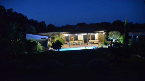 Maison d'hôtes A Sulana en Corse - la terrasse le soir -